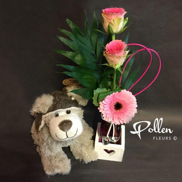 Livrer des fleurs accompagnées d'un cadeau