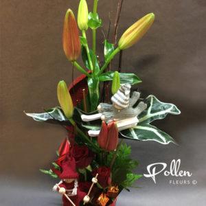 ensemble fleurs et petit personnage de noel décoration